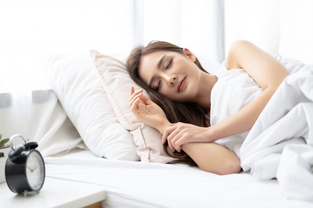 Ngủ đủ giấc sẽ giúp cải thiện tinh thân, giảm stress