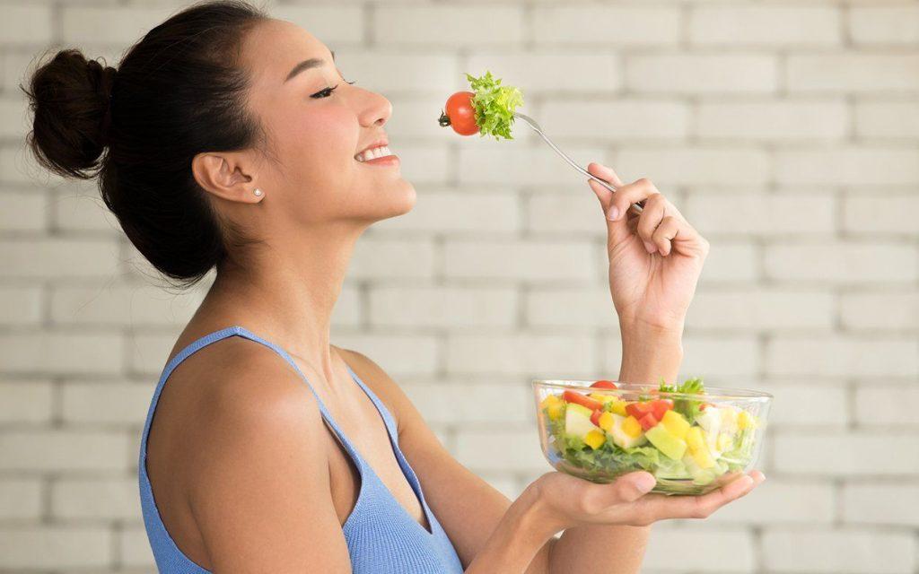 Bên cạnh việc ăn uống khoa học, duy trì luyện tập thể dục để giải tỏa căng thẳng.