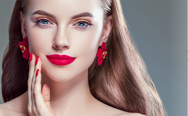 You Better Wear Lipstick On Your First Date