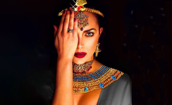 Queen Cleopatra and the story of lipstick